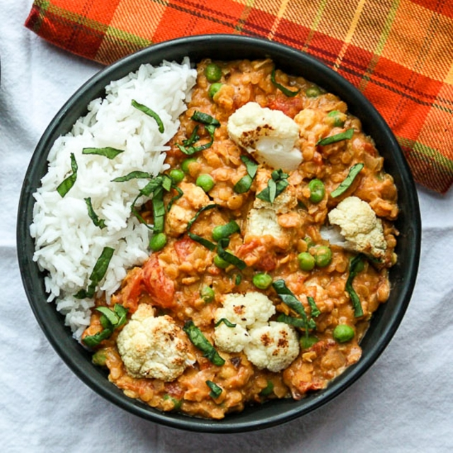Cauliflower lentil carrot & pea curry